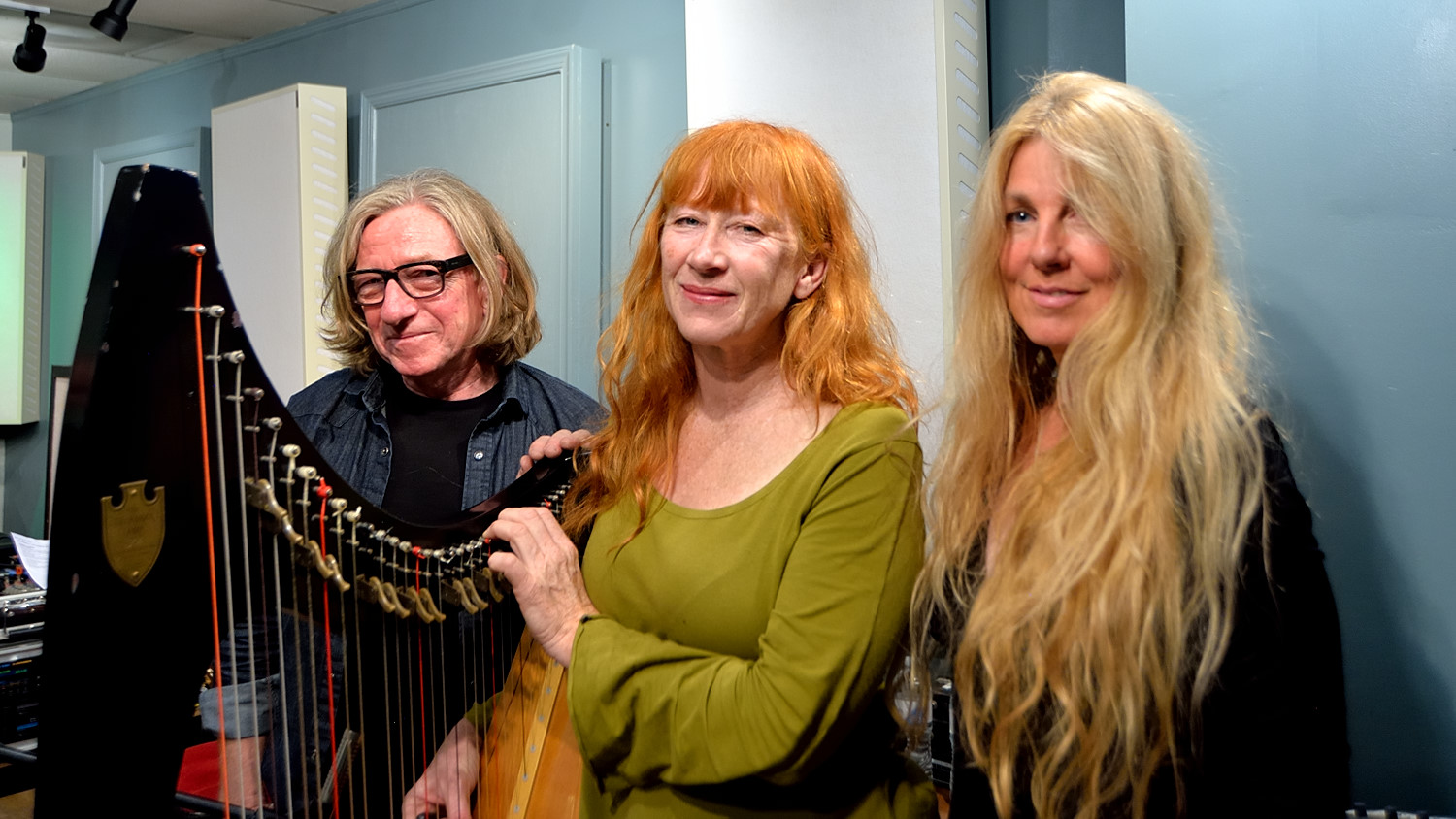 Loreena McKennitt, Brian Hughes and Caroline Lavelle, live on Echoes